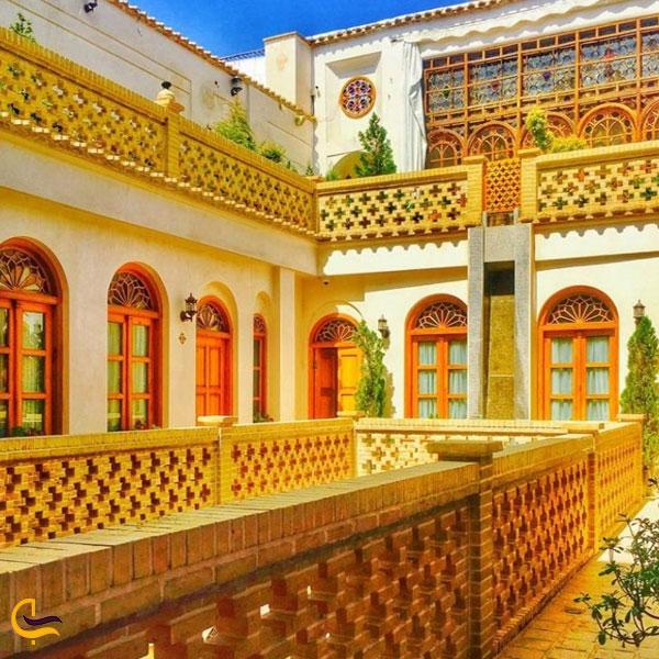 تصویری از رستوران قصر منشی