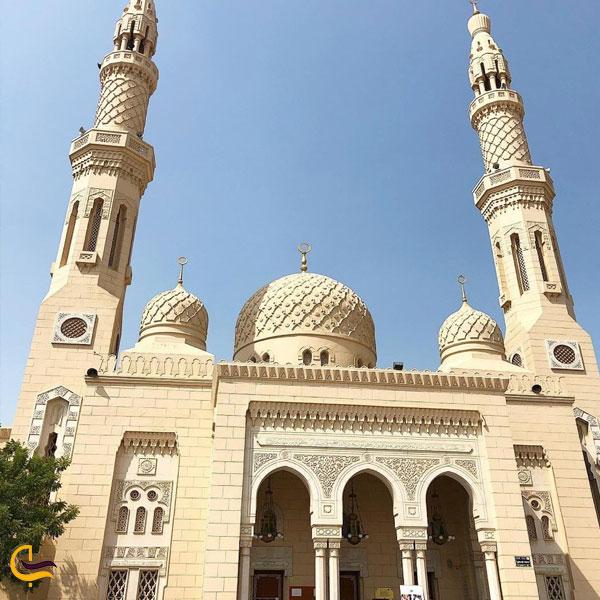 تصویری از بیرون مسجد جمیرا دبی