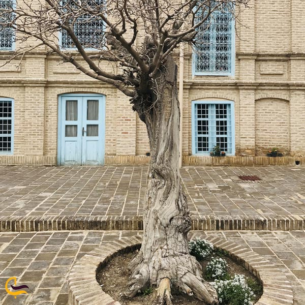 تصویری از بیرون خانه ی ملک