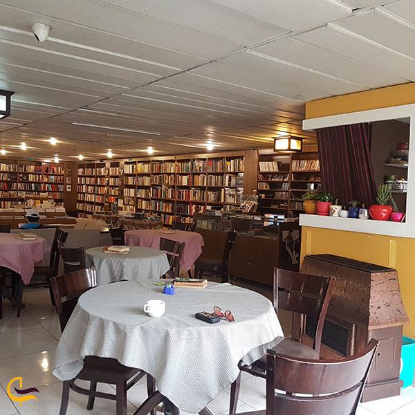 عکس فضای داخلی کافه کتاب اکباتان