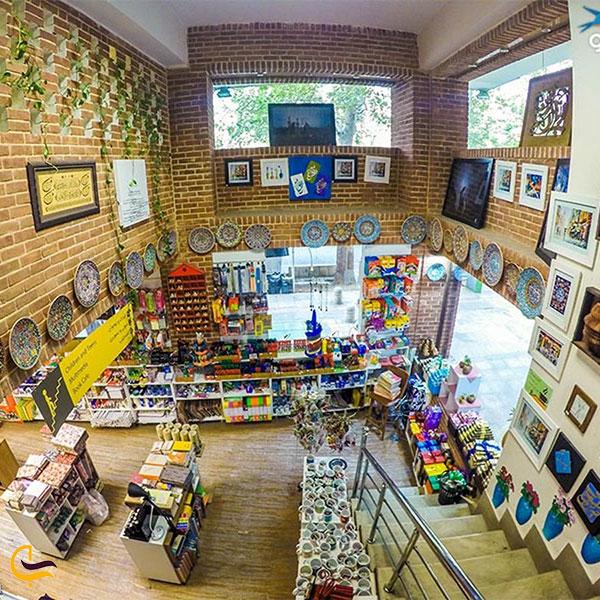 عکس فضای داخلی کافه کتاب ترنجستان