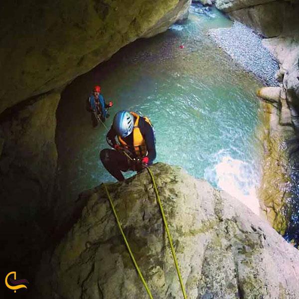 عکس صخرهنودری در دل دره چاکرود