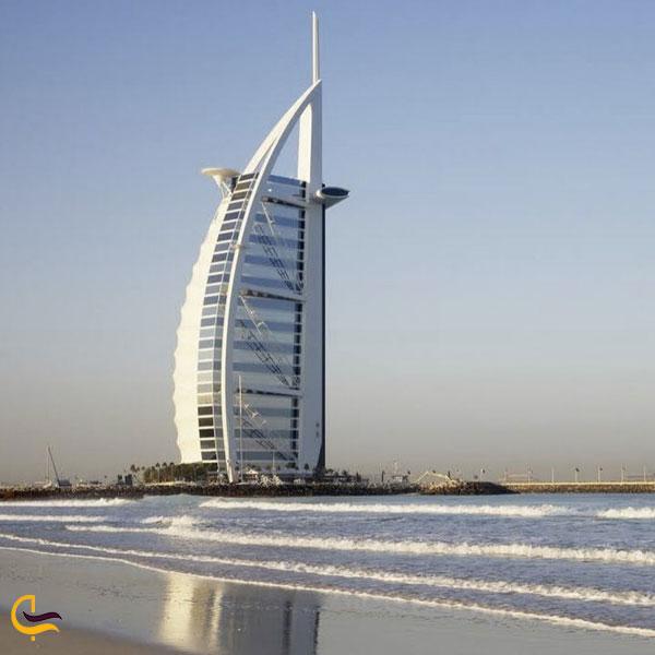 تصویری از ساحل زیبای دبی