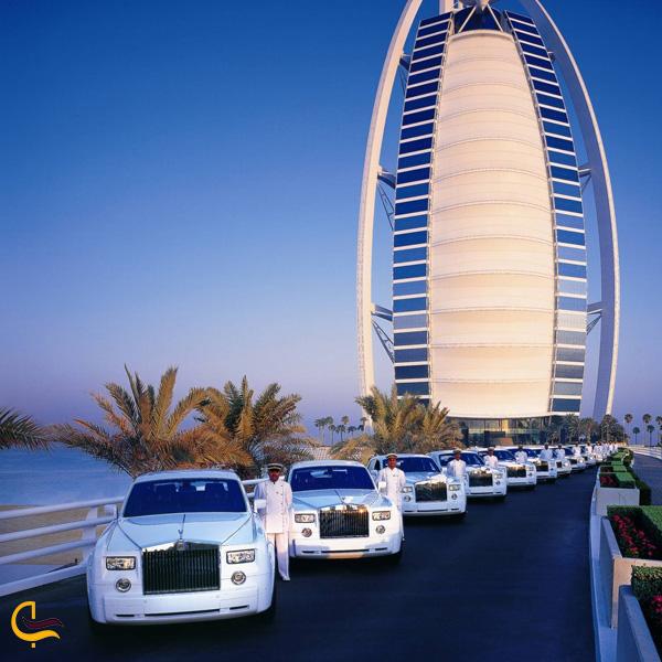 عکس از محیط بیرون هتل برج العرب دبی