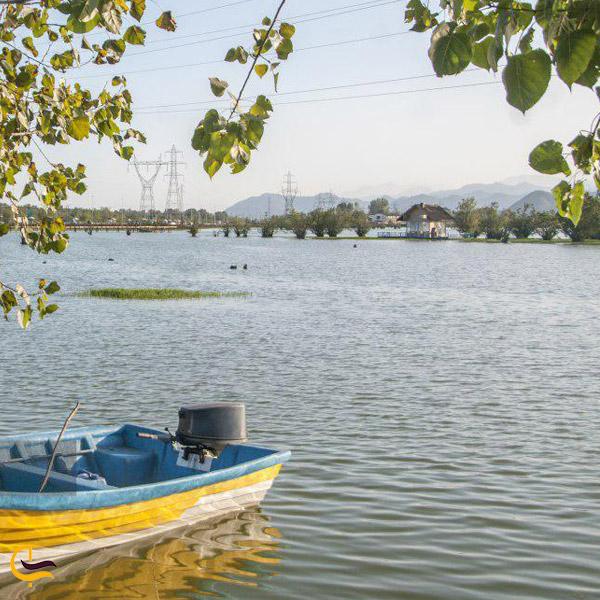 تصویری از قایق سواری در تالاب لپو و پلنگان