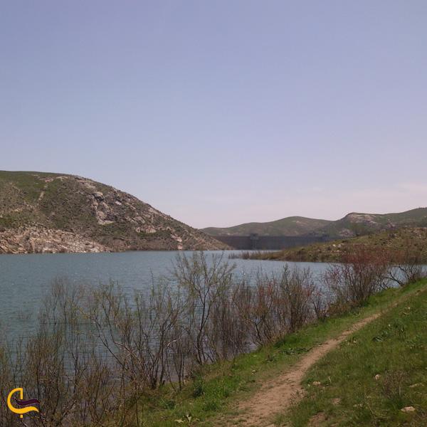 نمایی از دریاچه سد طرق