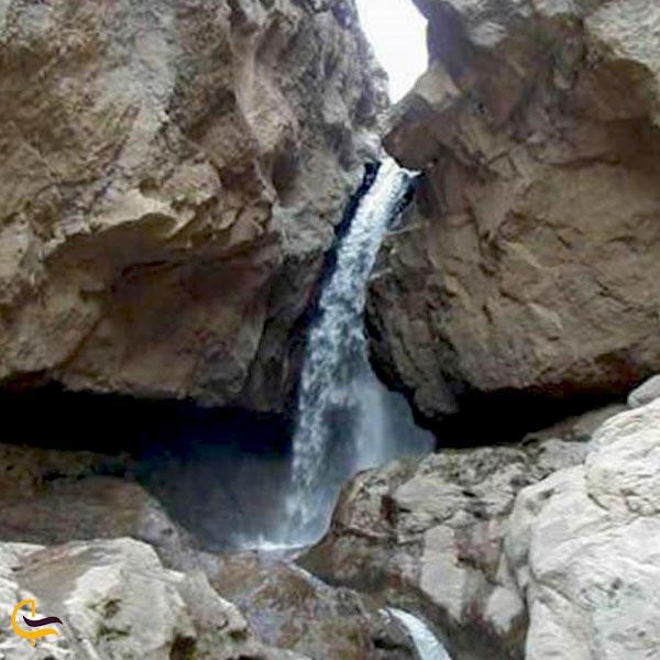 تصویری از آبشار اورازان