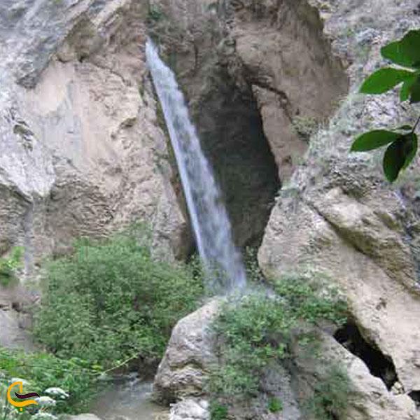 نمایی از آبشار سله بن سوادکوه