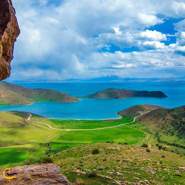 تصویری از طبیعت اطراف دریاچه وان ترکیه