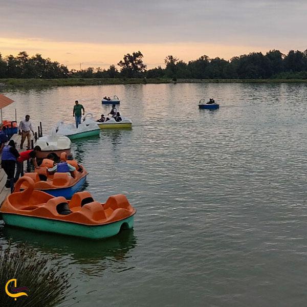 عکس قایق سواری در دریاچه مصنوعی آویدر نوشهر