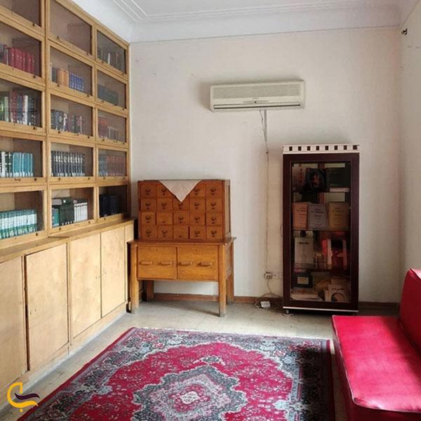 عکس کتابخانه خانه دکتر معین