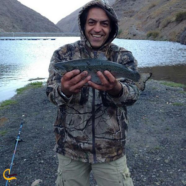 عکس ماهیگیری در چشمه سبز گلمکان