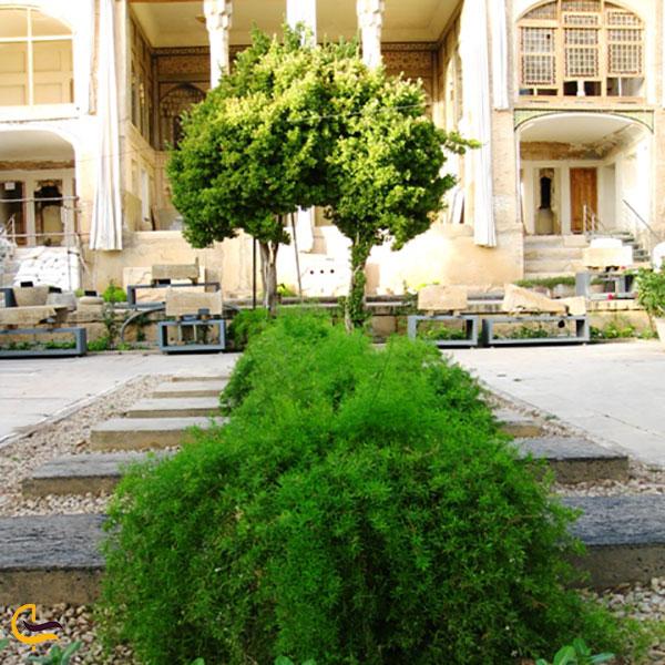 عکس باغ با صفا موزه هفت تنان شیراز