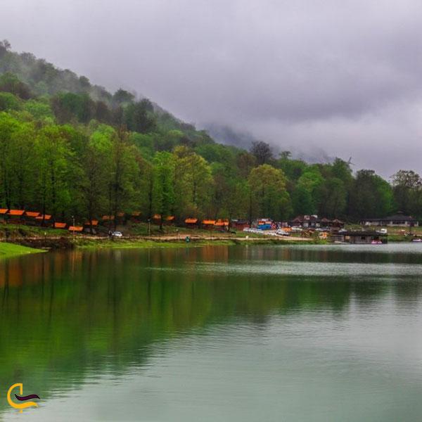 عکس فصل بهار در دریاچه آویدر