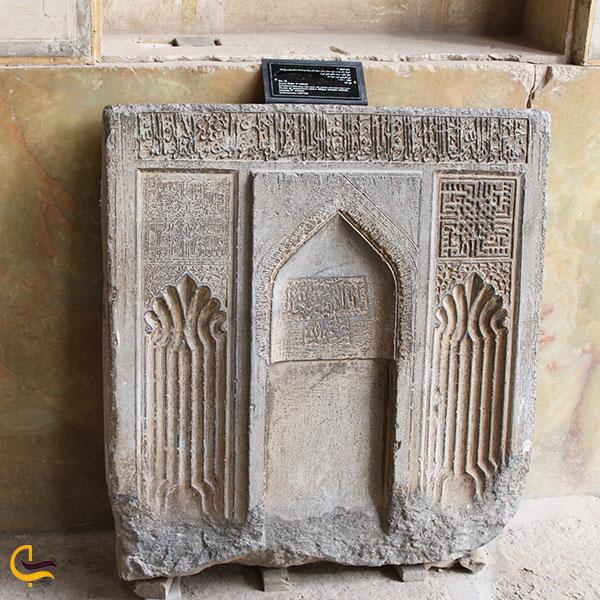عکس سنگهای موجود در باغ موزه هفت تنان شیراز