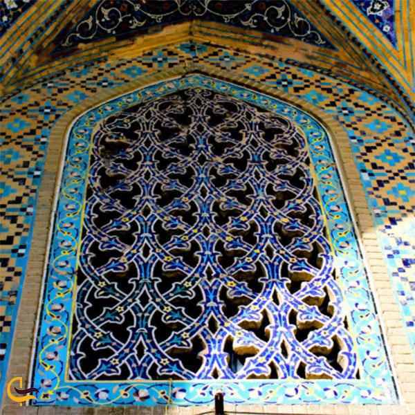 عکس کاشیهای فیروزهای ارامگاه خواجه ربیع