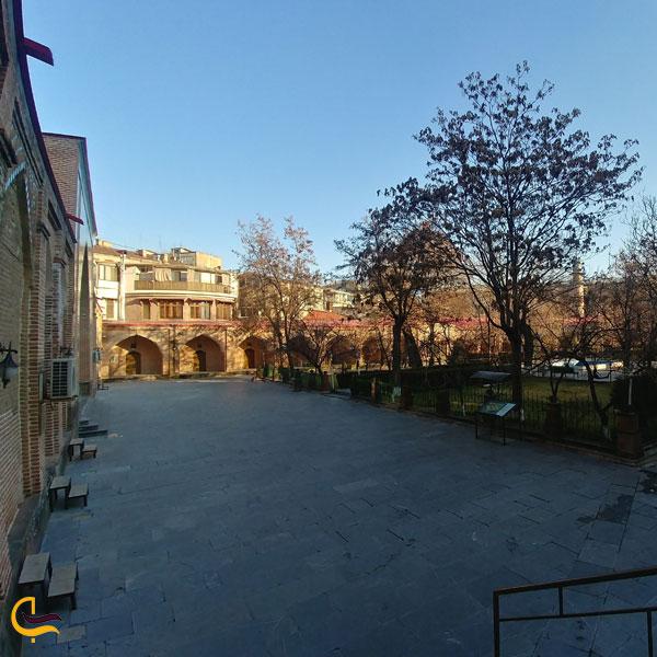 نمایی از محوطه مسجد کبود ایروان