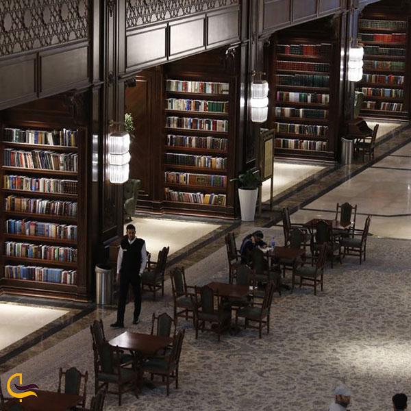 عکس انواع کتاب های موجود در کتابخانه ایران مال