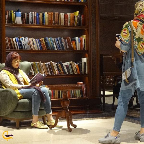 عکاسی در کتابخانه ایران مال