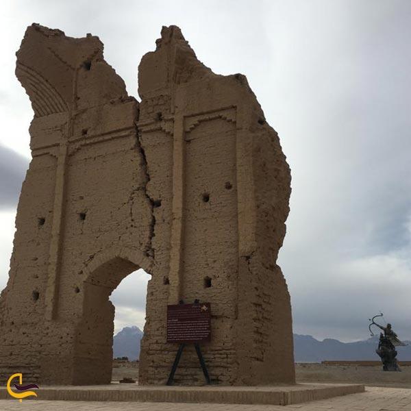 تصویری از قلعه تاریخی سریزد