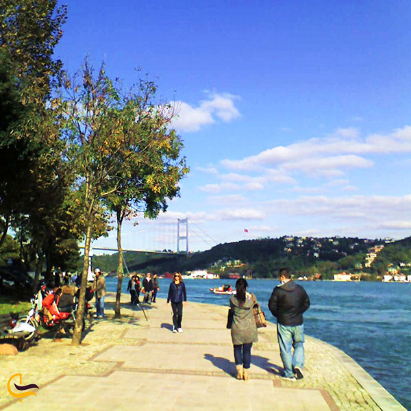 عکس قدم زدن در امتداد ساحل تنگه بسفرمنطقه ببک استانبول