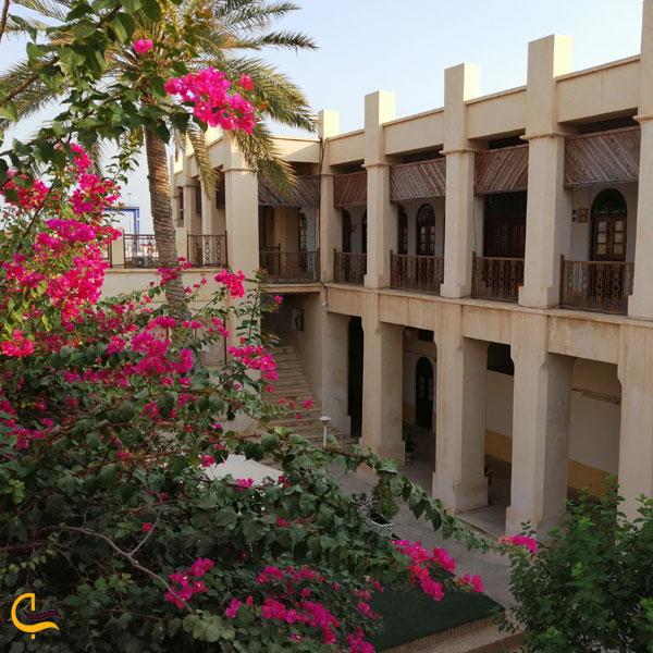 تصویری از عمارت کازرونی